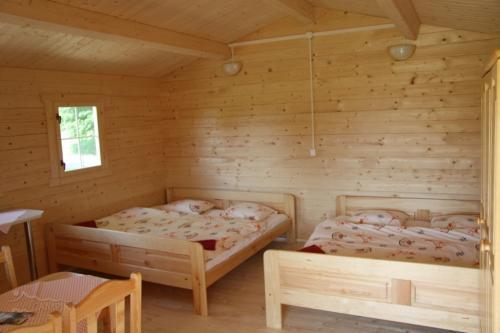 postele-drevena-chatka